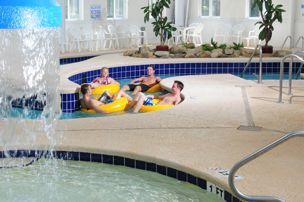 Indoor Lazy River & hot tub Myrtlewood Villas